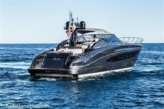 riva 63 virtus alpes maritimes par bateaux d 39 occasion top boats. Black Bedroom Furniture Sets. Home Design Ideas