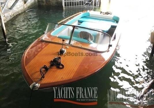 riva junior alpes maritimes par bateaux d 39 occasion top boats. Black Bedroom Furniture Sets. Home Design Ideas