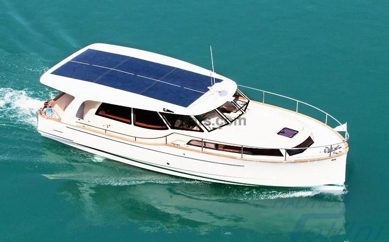 Greenline 33 fly hybrid nuova barche nuove a brescia for Barche al largo con cabine